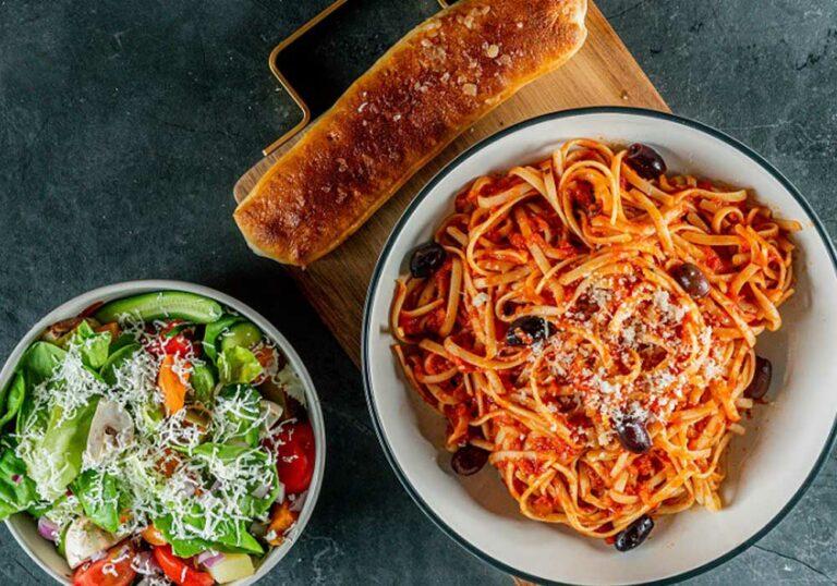 עסקית פסטה + סלט ירקות + לחם שום